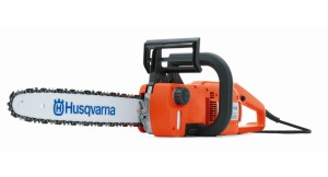 Use an Electric Chainsaw