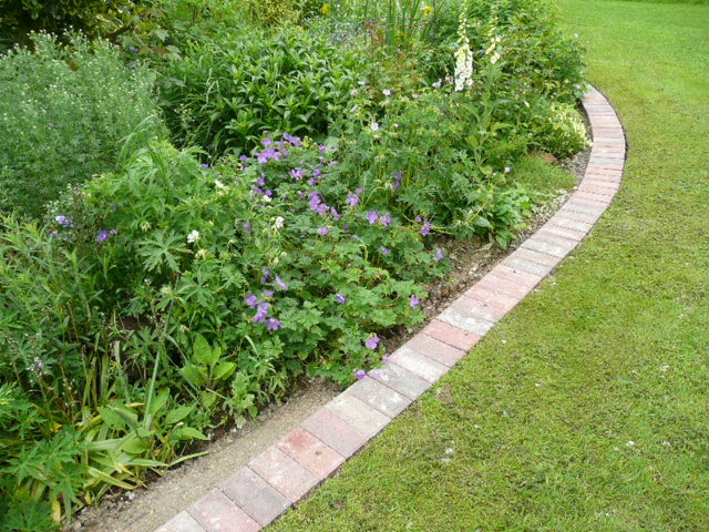 Using Pavers For Garden Edging